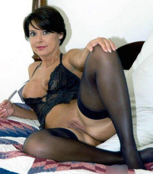 hot naked lesbian mature pics
