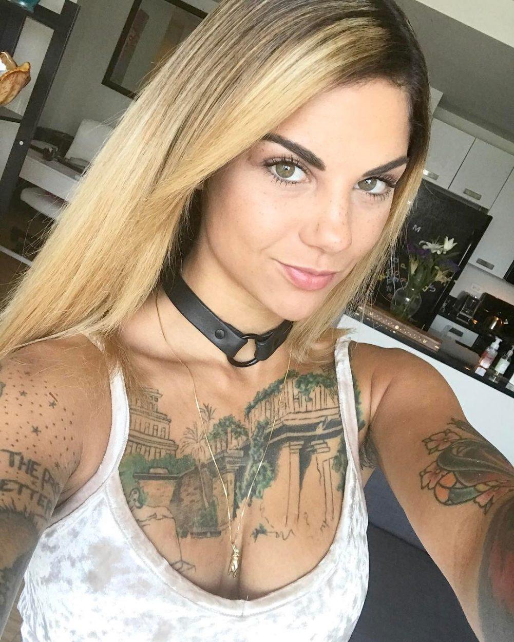aunty boob free photo