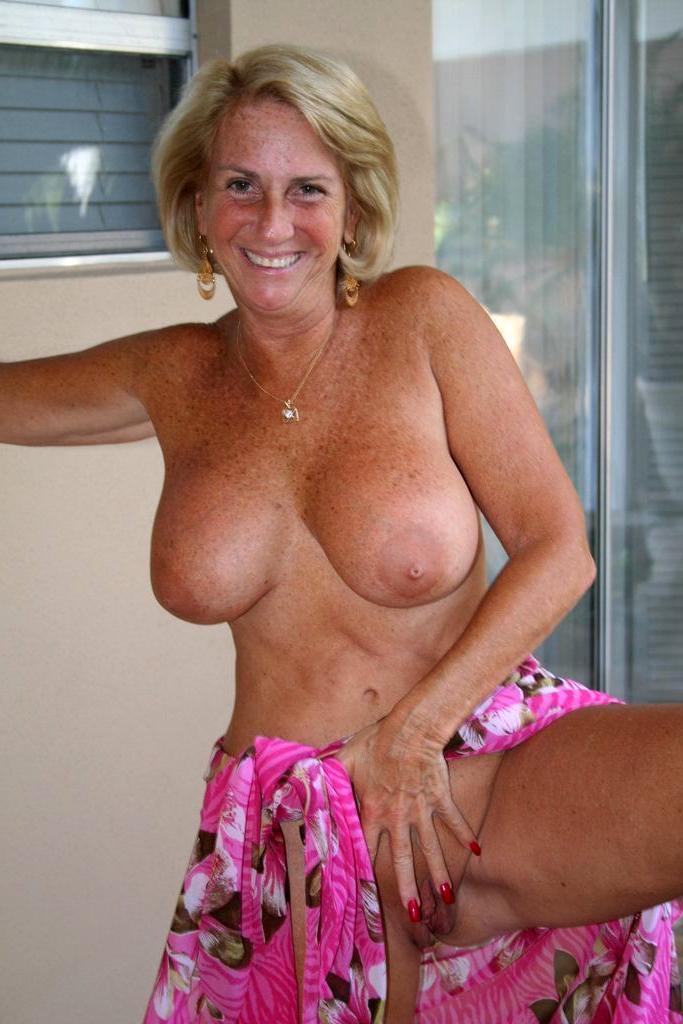 vanessa hudgens hotel naked